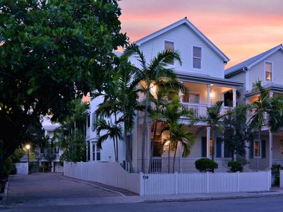 Extra large Conch style home in Oldtown with privavte pool AND dock!