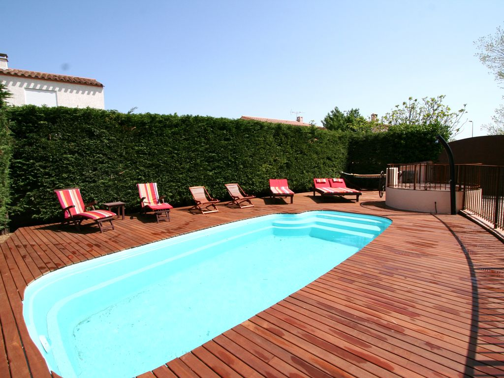 Big house with swimming pool big house with swimming pool and garden near see 625304 for Large swimming pools for gardens