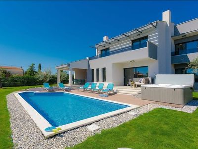 Photo for Holiday house Tar for 1 - 10 persons with 4 bedrooms - Villa