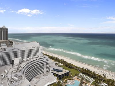 Photo for FONTAINEBLEAU Hotel 34th fl Corner 1 Bedroom Suite