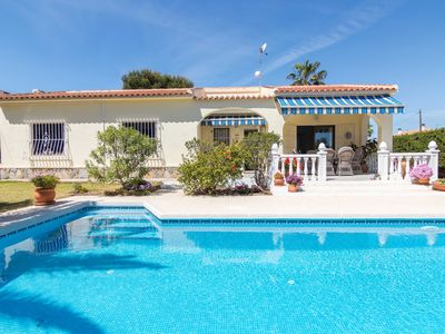 Photo for Charming one-floor villa with private pool in Los Balcones