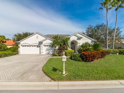 Photo for Lovely 4 bedroom 3 bath home with pool and spa available in Heritage Oaks!