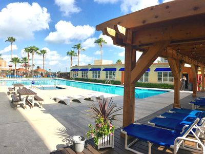 Easy Beach Access-Free WiFi-Pool-Hot Tubs-BBQ Grills-Free Parking