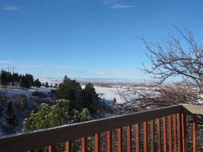 Country apartment with views, trails and wildlife, 2 miles from downtown