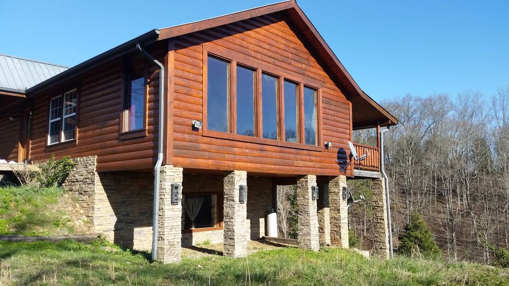 Debra 39 s point cabin private and secluded getaway for Secluded cabin rentals on lake tennessee