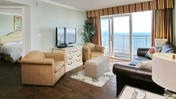 Direct oceanfront 3bd2 Ba-end unit Amazing views!beach chairs included free wifi