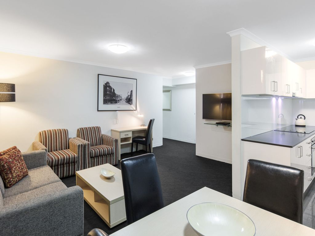 Oaks Hyde Park Plaza - Two Bedroom Executive Apartment