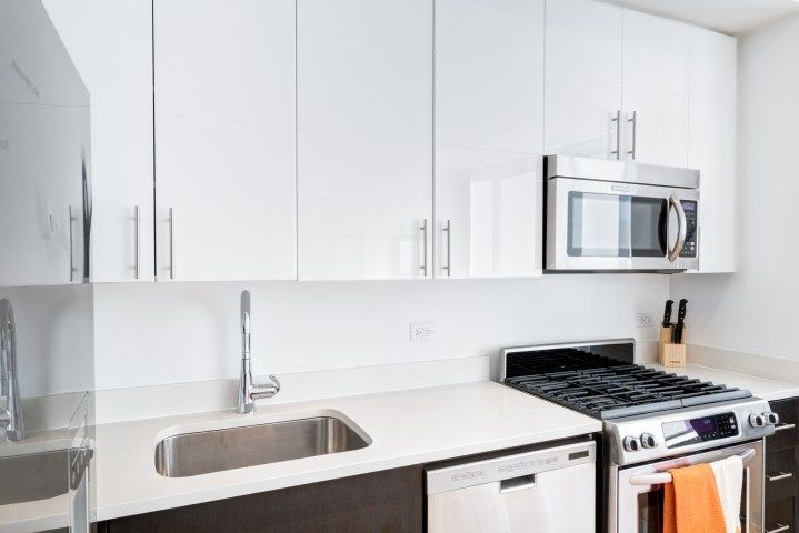 COLUMBUS AVENUE 1-BR WITH GYM & POOL