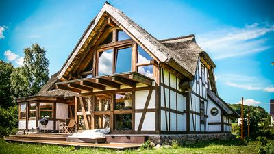 Photo for Half-timbered house with pipe roof (160m²) on the bay and large garden with pond