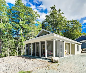 Sea Glass Cottage with Screened Patio, Near Acadia