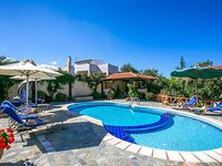 A well-designed villa with a wonderful garden and swimming pool in a great location