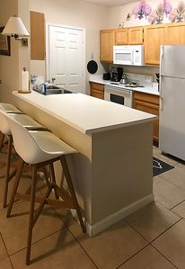 Eat-in breakfast bar and fully equipped kitchen.