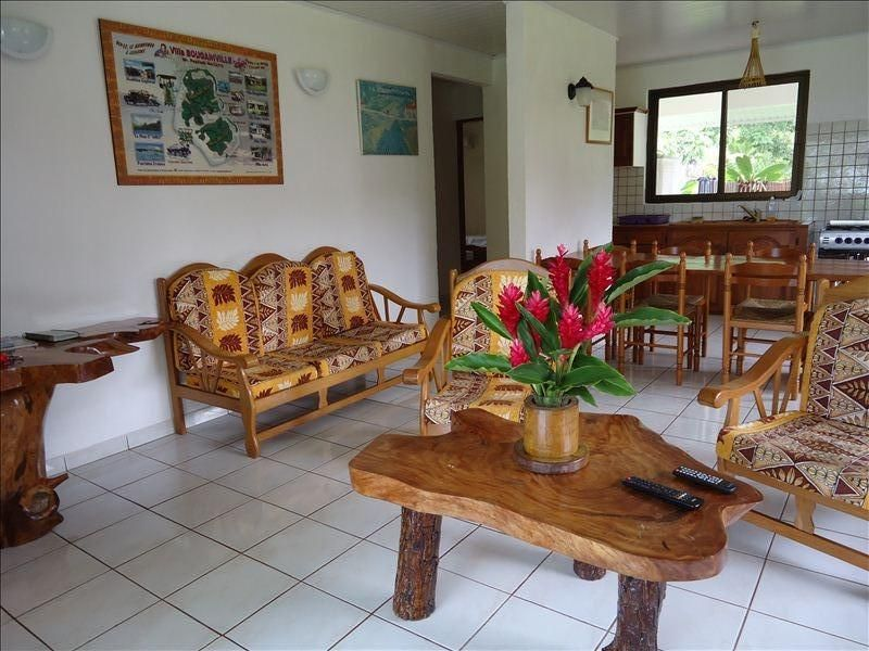 Huahine Home With Car Motorboat Free Wifi On Maroe Bay Living Room