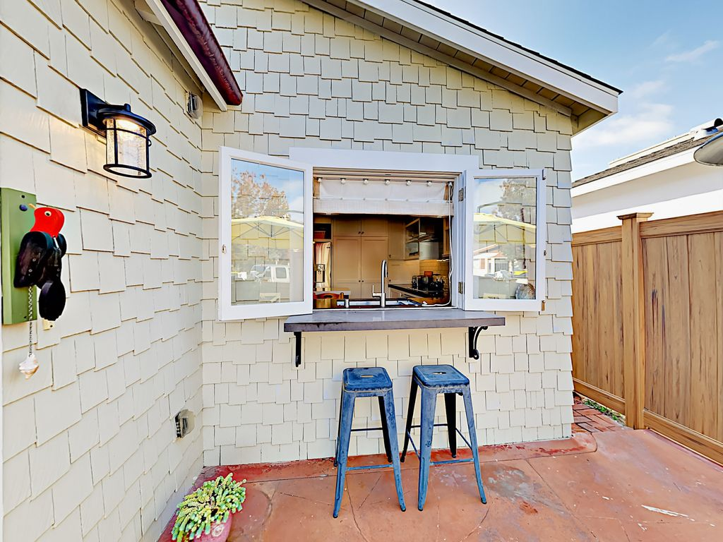 Charming Balboa Island Cottage - Steps from Boardwalk & Main Street