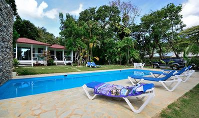 Photo for Cozy guest-friendly bungalow immersed in tropical garden, steps to everything