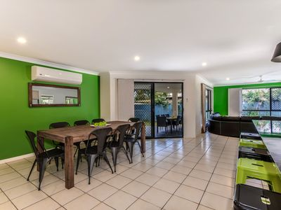 Photo for 10min walk to SLSC Beach, FOXTEL, Pets, Pooltable, Wifi, AC, bikes ~ Coolum Wave