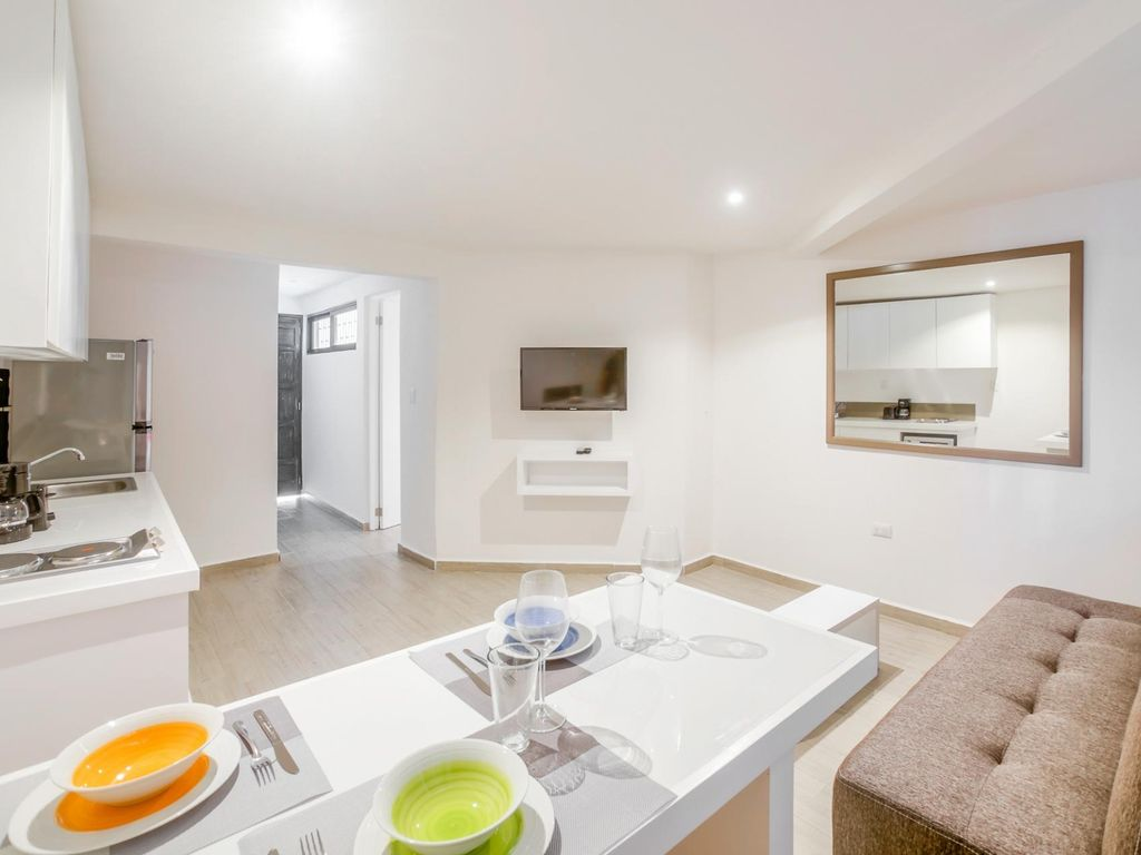 New Condo! Kitchen, Rooftop, Small Pool, Free WiFi, Families (1) One ...