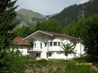 Very clean, spacious apartment just a short drive (15 mins) to Zurs/ Lech Ski Arlberg