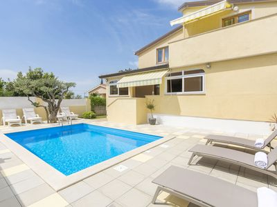 Photo for Apartment with roof terrace, shared pool and whirlpool,  near Porec