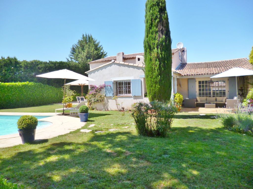 Villa with pool close to beach: Ideal family home, large pool and ...
