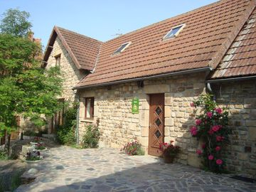Gîte for group 14 p, with swimming pool, Auvergne limit Burgundy