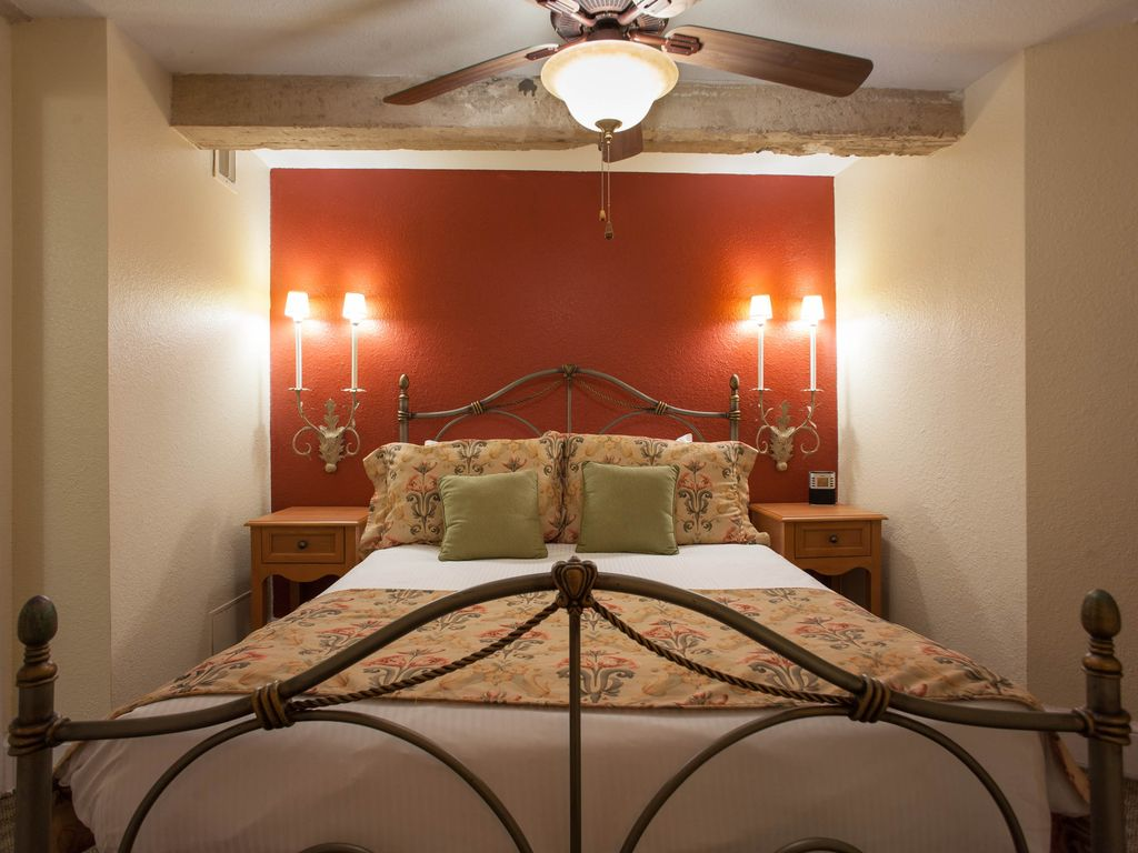 Hotels Vacation Rentals Near The Alamo San Antonio Trip101