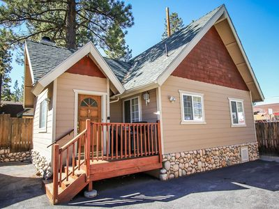 Photo for Country house in the center of Big Bear Lake with Parking (983502)