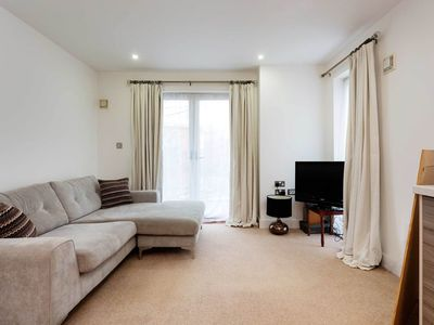 Photo for 1 bedroom flat on the doorstep of Tower Bridge close to top attractions (Veeve)