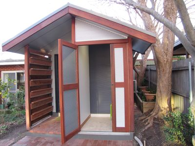 "Photo for Architecturally designed ""tiny house"" in leafy suburb, close to all amenities"