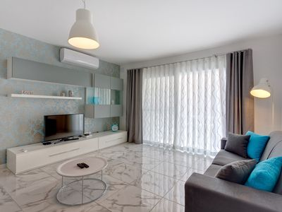 Photo for Luxury 2 Bedroom Apartment by the Sea