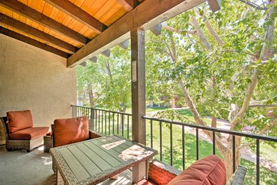 This charming condo features 2 bedrooms, 2 bathrooms, and sleeping for 6.