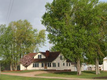 CLOSE TO CASTLE ROCK LAKE AND WI DELLS! GREAT FOR GROUPS OR MULTIPLE FAMILIES