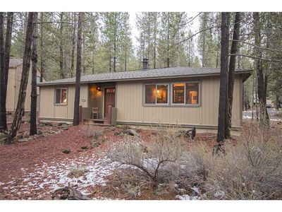 Photo for Cozy cabin a short distance from the Sunriver Village Mall and SHARC. Free SHARC