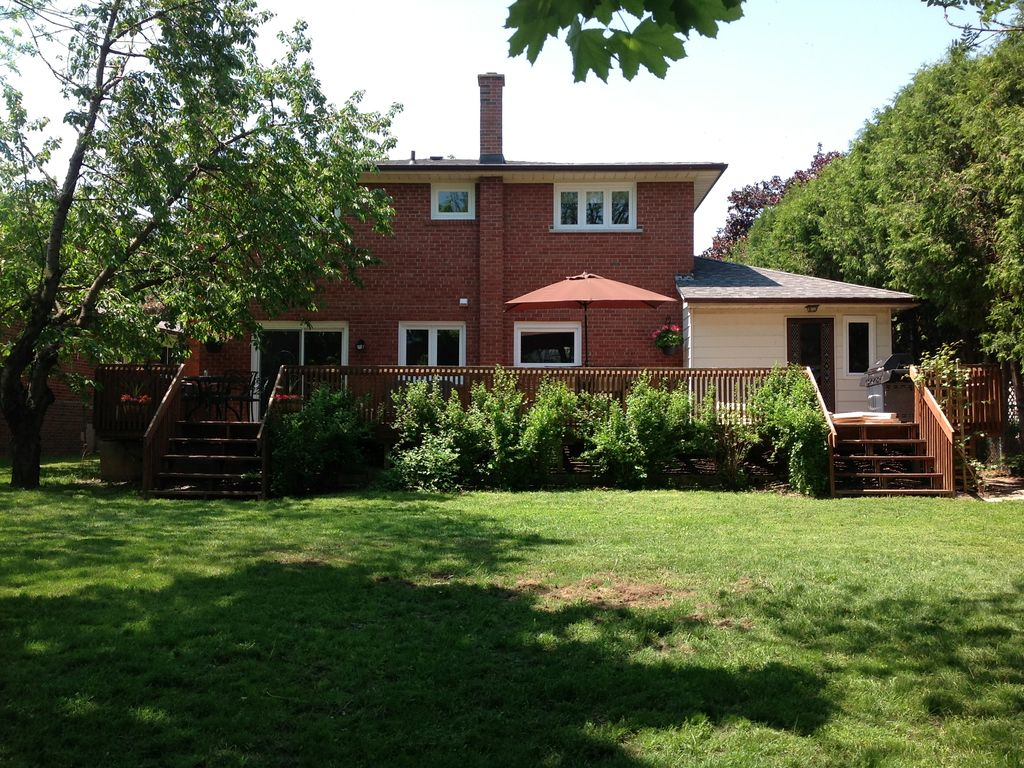 toronto 4 bedrooms large house clean beautiful private convenient morningside house rental back of house with large deck and private backyard
