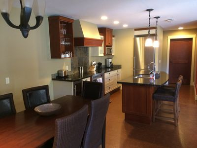 Photo for Luxury 2 bed 2 bath corner unit with Mountain View