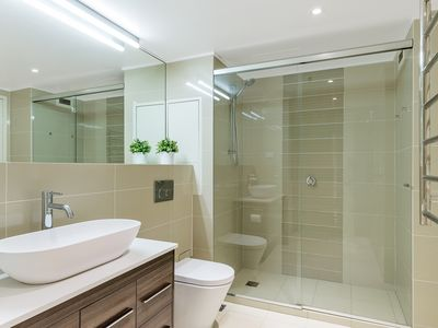 Photo for SYD112MKT - LUXURIOUS 1 BR CBD APT WITH PARKING