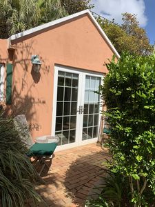 Photo for Cozy Studio Apt Devonshire, near Botanical Gardens and Close to town