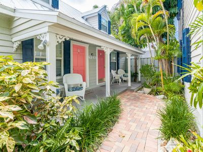 Photo for Cozy, dog-friendly townhouse w/ shared pool & courtyard - walk to Duval & more!