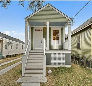 New 2 bedroom home close to French Quarter *with off street parking*