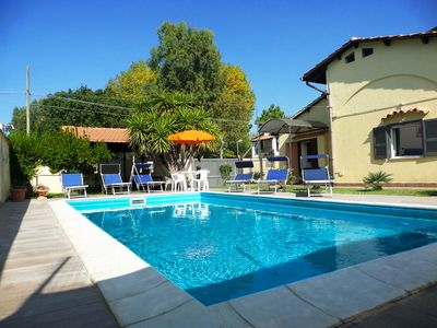Photo for Villa with private pool and garden, not far from the sea