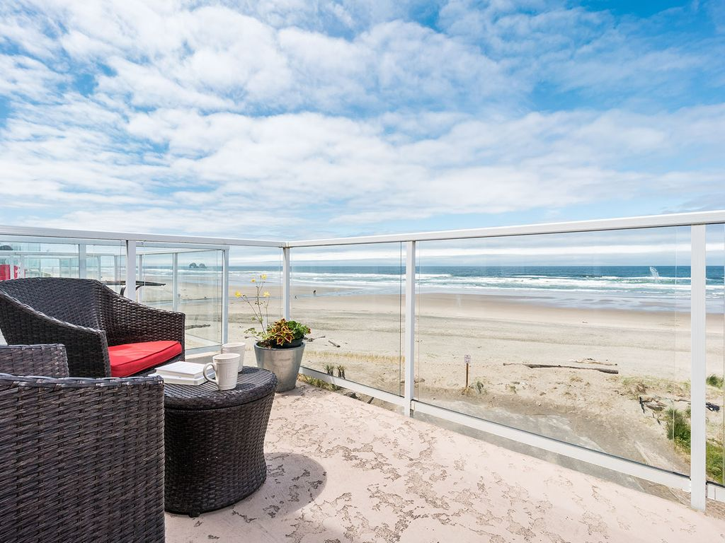 Panoramic Oceanfront views & sunsets, Soaki... - VRBO