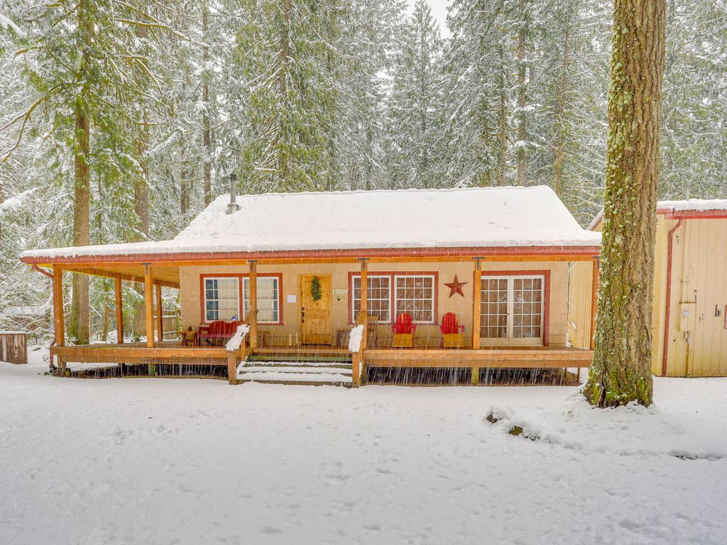 Charming Dog Friendly Cabin W Private Hot Tub Deck Bikes Walk To