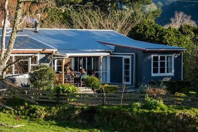 Mahaanui Cottage  Late afternoon.