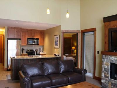 Photo for On-mountain condo with kitchen, outdoor pool, hot tubs & BBQ access, 5min walk to ski lifts: T641A