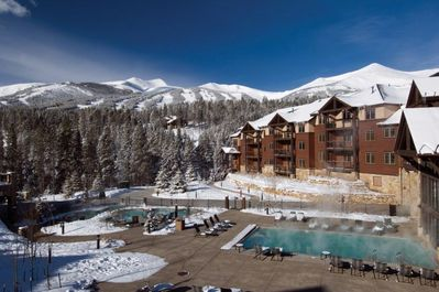 Outdoor pool and spa area for Apres' Skiing & Happy Hour!