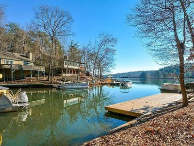 Photo for Lakefront cottage in gated community - Golf, Restaurant, More