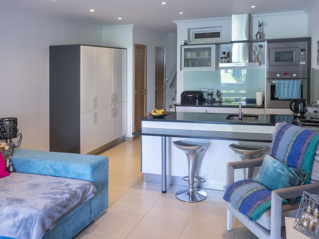 Luxurious & Modern 2 Bed 2 Bath Apt In Excl... - HomeAway