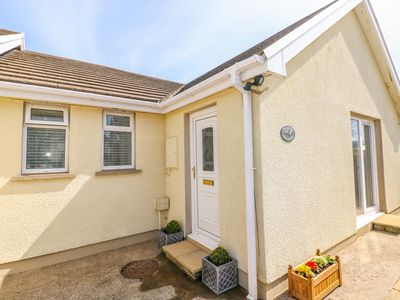 Photo for CRANFORD COTTAGE, pet friendly, with a garden in Pembroke, Ref 998100