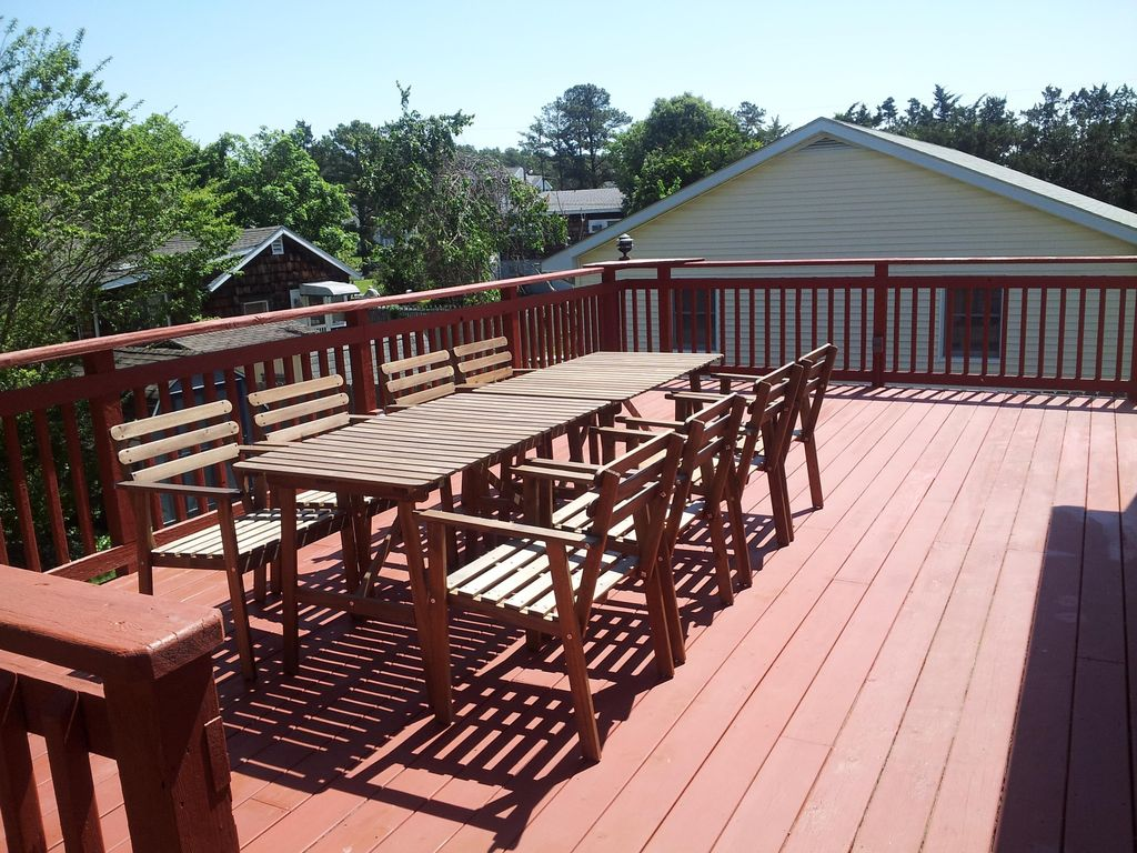 Tree Top Views 2nd Floor Oversized Deck With Table And 8 Chairs
