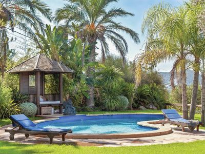 3 Bed villa with large gardens, pool and A/C
